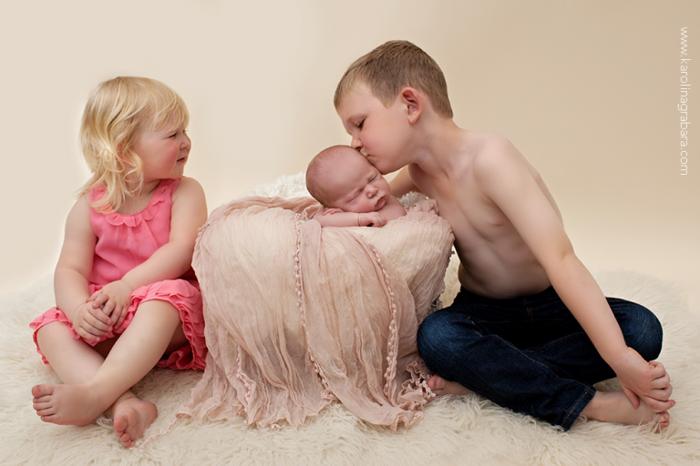 Dalgety Bay newborn photographer with siblings