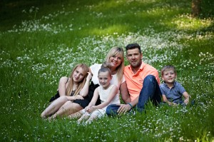 family photographer Dunfermline family on the grass